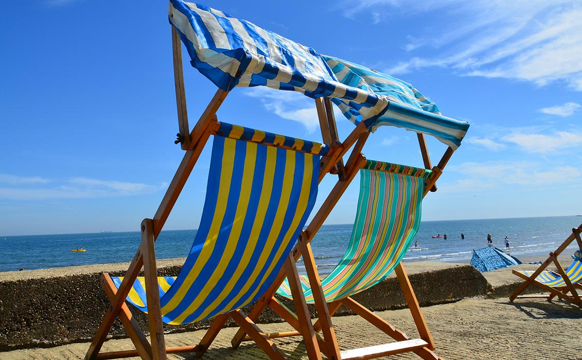 5 reasons to visit isle of wight deckchairs